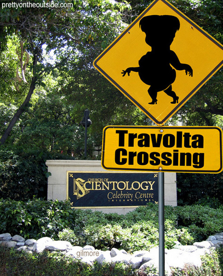 Travolta_crossing_2